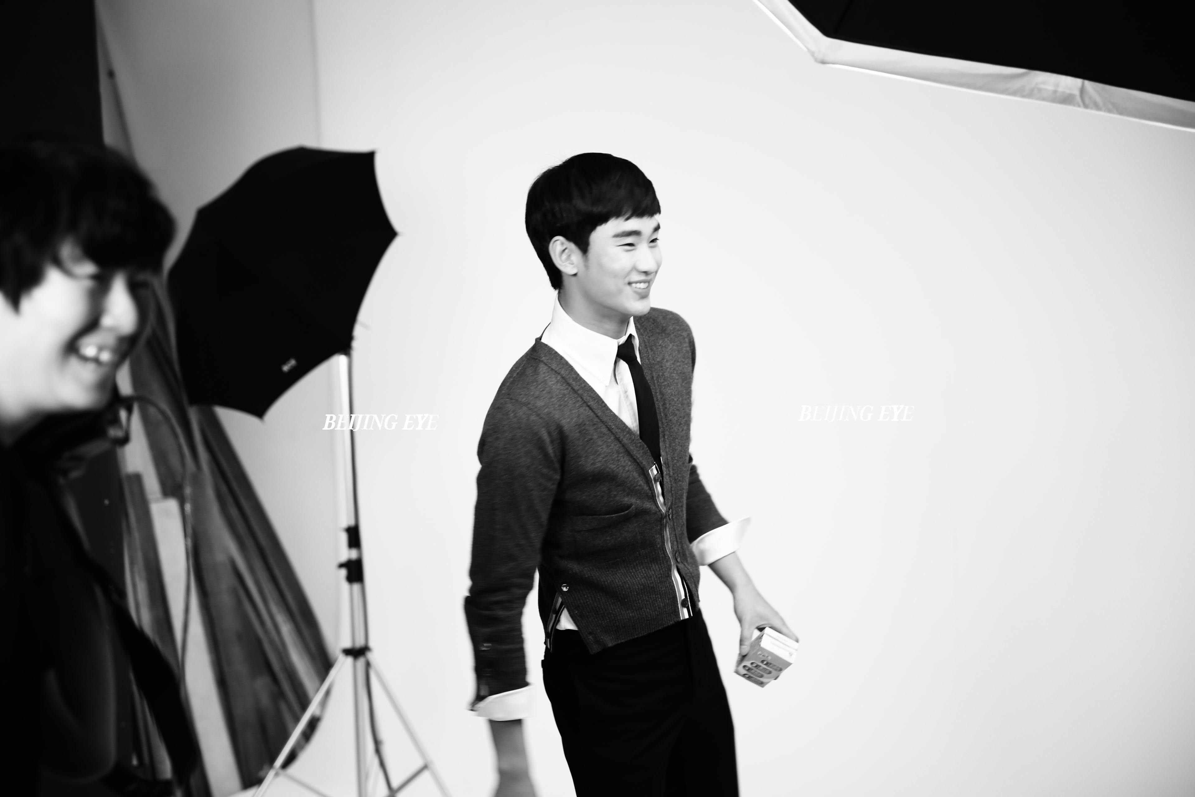 beijing-eye-produciton-yili-milk-korea-kim-soo-hyun-making-of 3